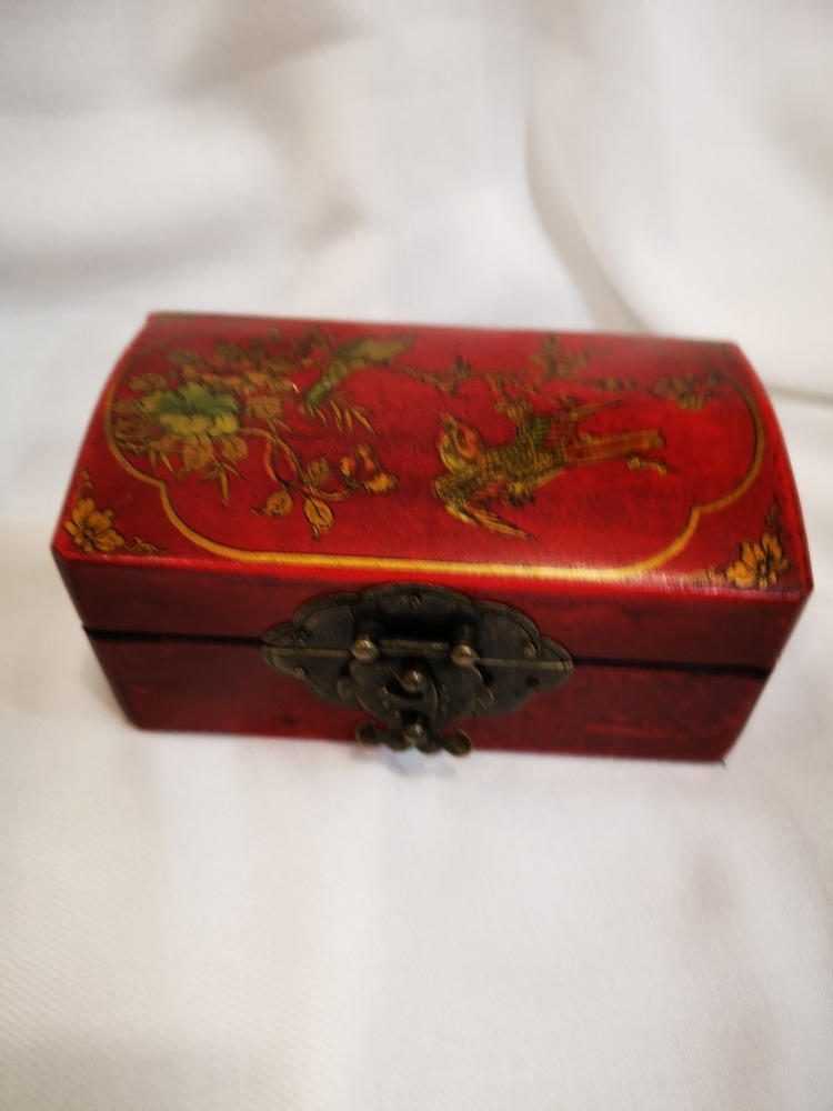 Sfere terapeutiche Yin Yang con scatola in legno dipinto.