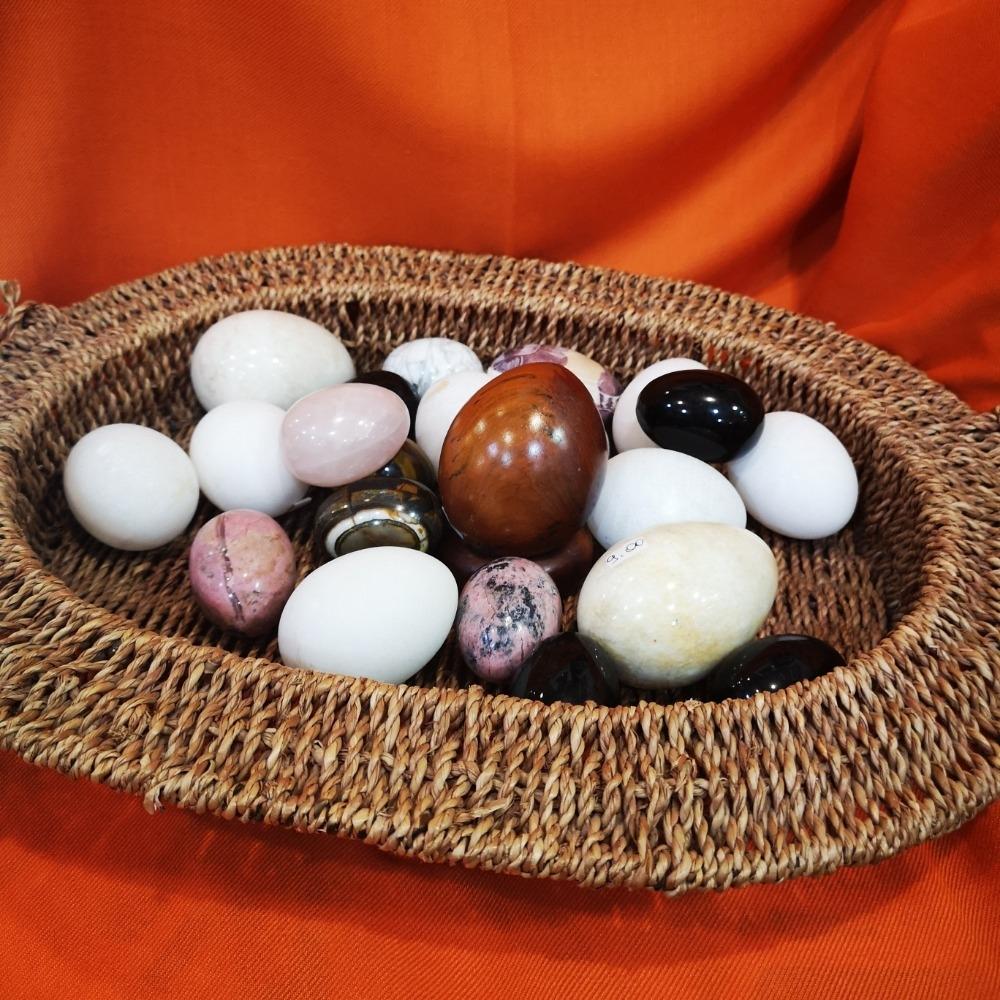 Uova in pietre dure