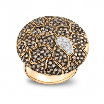 Large plateau ring in rose gold with brown diamonds