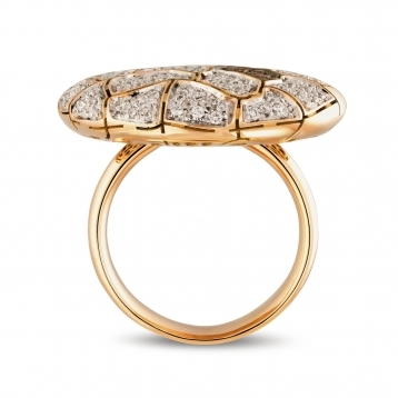 Large plateau Ring in rose gold and diamonds