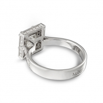 Ring in white gold with diamond Princess cut