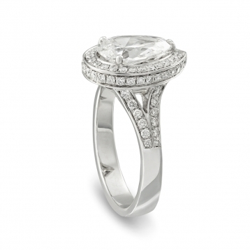 Ring in white gold with diamond Drop cut