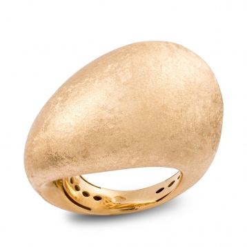 Shaped ring in yellow gold satin