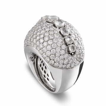Ring with diamonds pavè in white gold