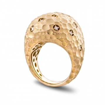 Large rounded ring in rose gold and diamonds