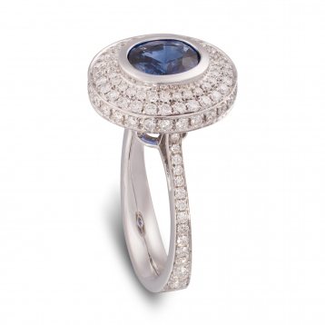 Ring with roud sapphire, white gold and diamonds