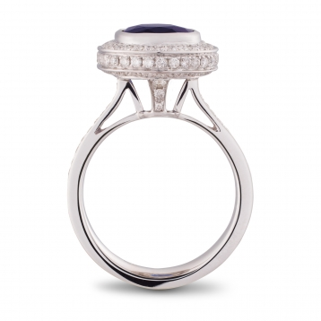 Ring with oval sapphire, white gold and diamonds