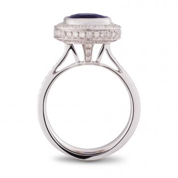 Anello con Zaffiro Ovale, Oro Bianco e Diamanti