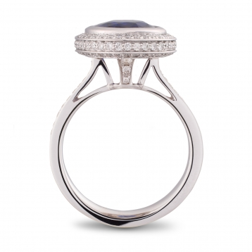 Ring with sapphire in white gold and diamonds
