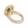 Ring with emerald in yellow gold and diamonds
