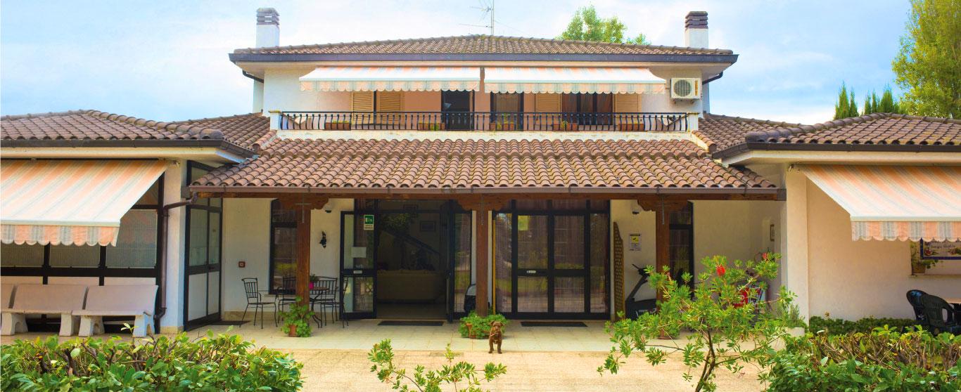 Parte frontale della struttura della casa di riposo Villa Anita